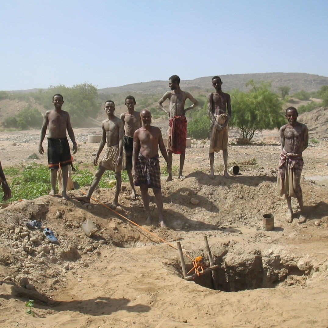 Local people digging for water (East Ethiopia, 2005)